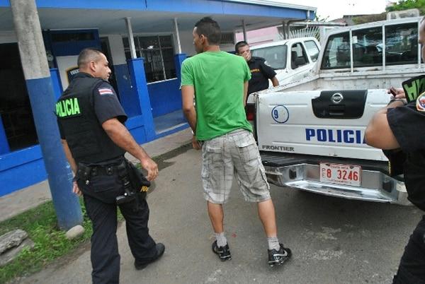 El chofer del vehículo donde viajaban los indocumentados fue detenido por el presuento delito de tráfico de personas. | ANDRÉS GARITA GNN.
