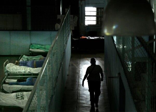 39 custodios del Ministerio de Justicia realizan la vigilancia de los pacientes divididos en dos turnos.