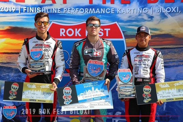 Danny Formal fue acompañado en el podio por Mathías Ramírez (izquierda) de los Estados Unidos y Davide Greco de Canadá. Fotografía: Donald Formal