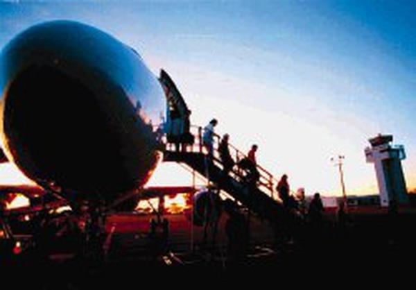 El proyecto fiscal establece un impuesto de 4% sobre los tiquetes aéreos.