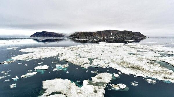 Moscú. La marina rusa anunció este martes el descubrimiento de cinco nuevas islas que emergieron por el derretimiento de glaciares en el Ártico.