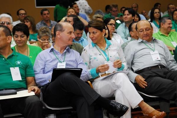 La expresidenta de la República, Laura Chinchilla, junto al hoy precandidato José María Figueres en una asamblea del PLN. Foto: Mario Rojas/La Nacion