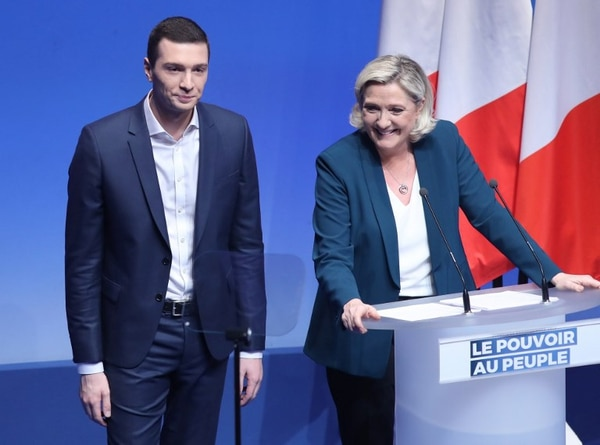 Marine Le Pen junto a Jordan Bardella en el lanzamiento de la campaña para las elecciones europeas.