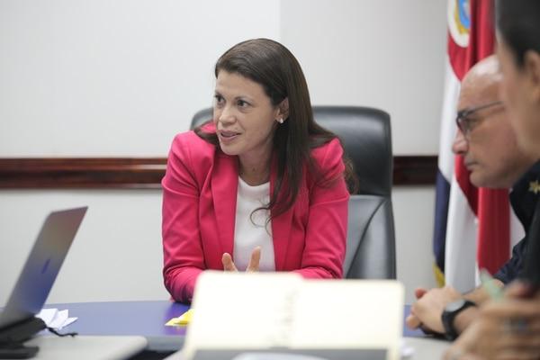 Fiorella Salazar, viceministra de Seguridad Pública, recalcó que el ministerio bien podría no comprar las armas a Beretta aun cuando reciba autorización de la CGR. Foto: Jeffrey Zamora.