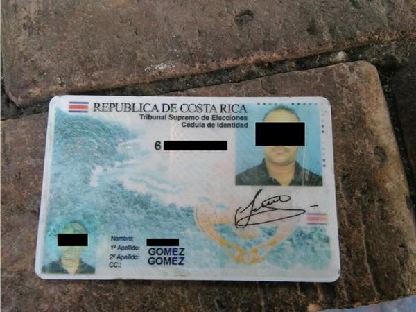 Las autoridades investigan cómo un dominicano obtuvo una cédula de con su fotografía pero con nombre de un tico. | MIGRACIÓN PARA LN.