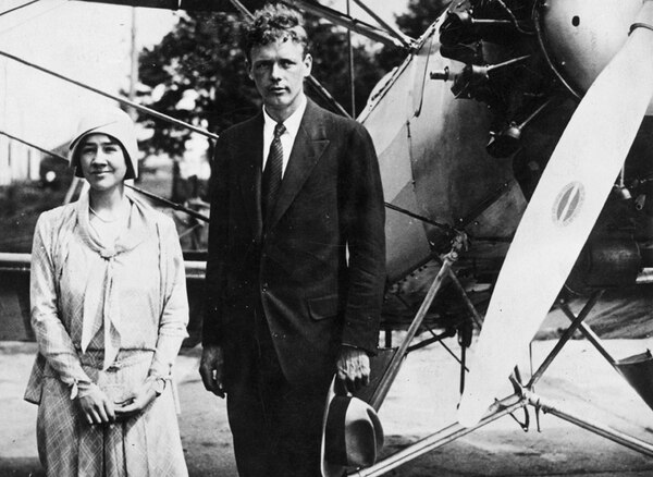 Anne S. Morrow y Charles A. Lindbergh fueron pioneros de la aviación, exploradores, escritores y esposos durante 45 años, entre 1929 y 1974.