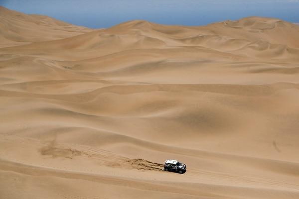 Stéphane Peterhansel durante la etapa nueve del Rally Dakar.