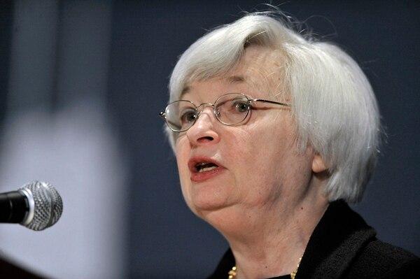 La presidenta de la FED, Janet Yellen, mantiene retiro de estímulo. | AP