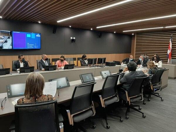 El jefe del PAC, Enrique Sánchez, invitó a los jefes de fracción a una reunión que solicitó el FMI. Foto: Cortesía despacho Luis Fernando Chacón.