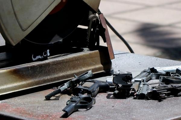 06/03/2019. Destrución de armas utilizadas en delitos. Bulevar de la Asamblea Legislativa, San José, Costa Rica. Proceso de la destrucción de las armas de fuego. Fotografía: Lilliam Arce.