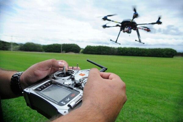 La Dirección General de Aviación Civil desconoce cuántos drones operan en el país. Hasta ahora, no es necesario registrar esos aparatos para ponerlos en operación. | ARCHIVO/ EYLEEN VARGAS DÁVILA.