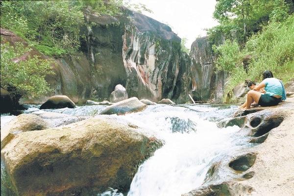 Cada mes, unas 5.000 personas visitan el Parque Nacional Rincón de la Vieja. | ARCHIVO.