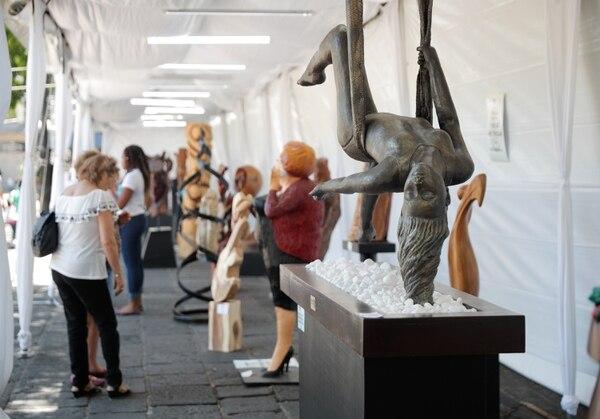Las piezas escultóricas y los visitantes del parque herediano están en constante interacción. Foto: Jeffrey Zamora.