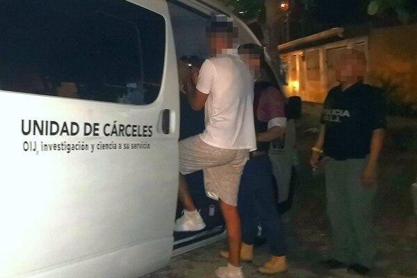 Un joven de 19 años fue liberado el jueves en la noche en Puntarenas luego de permanecer 24 horas secuestrado, solo minutos antes de que policías detuvieron a dos sospechosos de perpetrar el delito y que recuperaran el dinero pagado como rescate. Fotos de OIJ
