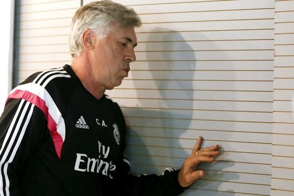Carlo Ancelotti llega a la zona de prensa para la conferencia antes del encuentro ante el Athletic de Bilbao.