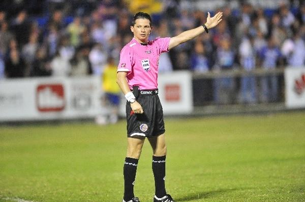 Henry Bejarano es uno de los árbitros con más experiencia en el referato costarricense. / Archivo