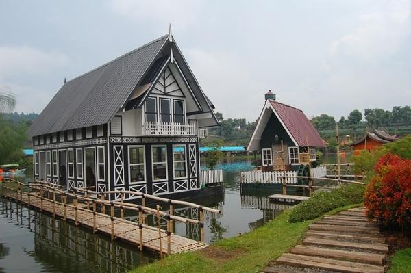 Estas casas flotantes se ubican en Lembang, Java (Indonesia).