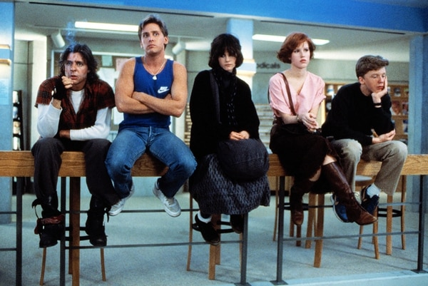 Los actores Judd Nelson (John Bender), Emilio Estevez (Andrew Clark), Ally Sheedy (Allison Reynolds), Molly Ringwald (Claire Standish) y Anthony Michael Hall (Brian Johnson) conformaron el elenco de 'The Breakfast Club'. | UNIVERSAL