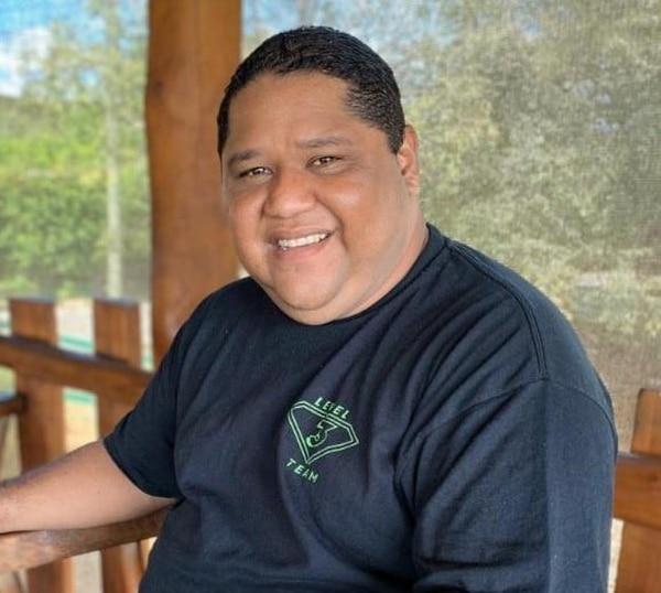 Sergio Juárez, de 37 años, era conocido como Bobby. Había sido síndico y actualmente se preparaba para ser docente de Estudios Sociales. Foto: Tomada del Facebook de Minicipalidad de Santa Cruz.
