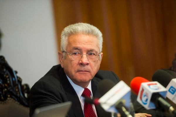 La Procuraduría advirtió al Consejo de Gobierno, el 17 de mayo, que el conflicto de interés potencial en que incurre el presidente del BCCR, Olivier Castro Pérez, no está sancionado en la Ley Orgánica del ente emisor, por lo que recomendó impulsar un cambio a la norma.   RÓNALD PÉREZ