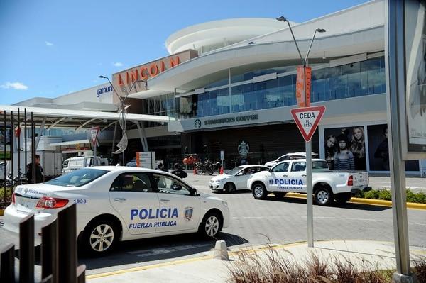 Poco a poco las unidades de Fuerza Pública y demás cuerpos policiales se retiraron del lugar. Los asaltantes que intentaron guarecerse en el Mall, quedaron a la orden de la Fiscalía.