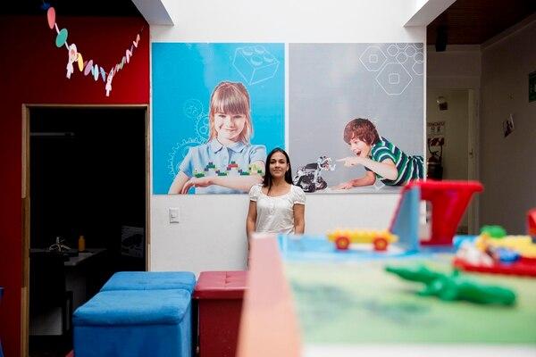 Alejandra Sanchez es organizadora de la olimpiada mundial de robótica en Costa Rica que se realizaró del 10 al 12 de noviembre del 2017 en Parque Viva. Por primera vez en lo que llevan las 14 ediciones de esta Olimpiada se realizará fuera del continente asiático, siendo nuestro país la cede de esta olimpiada que reunió a más de 3000 competidores de todo el mundo. Fotos: Marcela Bertozzi
