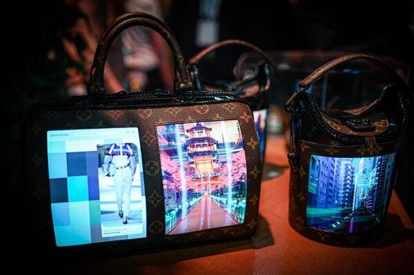 La tecnología utilizada por Louis Vuitton fue desarrollada por Royole (una start-up china cuya sede social está en California) (Philippe LOPEZ / AFP)