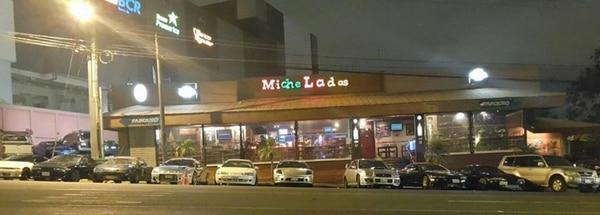 El establecimientos Micheladas Bar y Restaurant se localiza contiguo a Plaza Lincoln en Moravia.