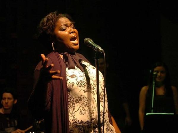 Charlene Stewart será la encargada de abrir los conciertos de cantantes costarricenses en el Teatro Espressivo. Foto: Archivo.