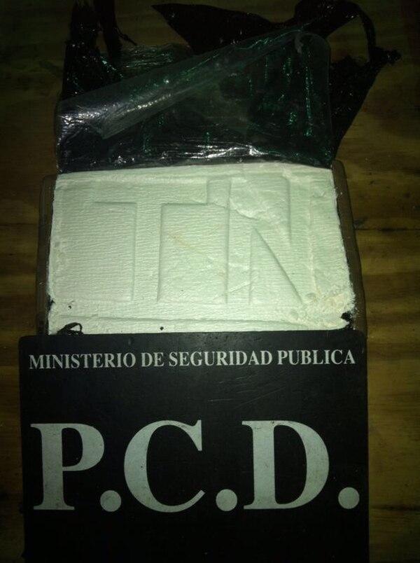 La droga fue encontrada en el piso de la carreta del furgón. | MSP.
