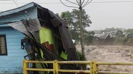 Inundación destroza casa de familia recién recuperada de covid-19