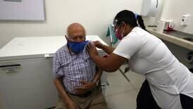 Vacunación contra la covid-19 habría evitado cerca de 90 muertes de adultos mayores en última semana