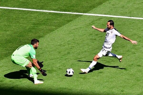 Marco Ureña contra Brasil en el Mundial de Rusia 2018. Fotografía: AFP / Giuseppe.