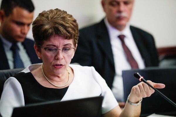 La contralora general de la República, Marta Acosta, pide no excluir a las empresas públicas en competencia ni a los entes públicos no estatales de la reforma al empleo público. Foto: Alejandro Gamboa Madrigal