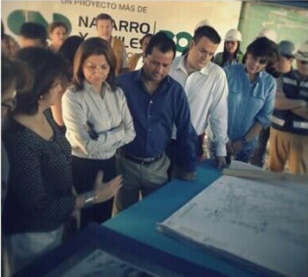 Autoridades del Gobierno y de la Caja visitaron esta mañana el sitio donde se construye la clínica.