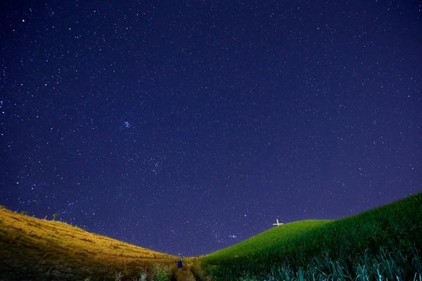 Las Gemínidas del 2020. Este fenómeno se da debido a que la Tierra atraviesa la órbita del asteroide 3200 Phaethon y se encuentra con los restos polvorientos que deja tras de sí el objeto celeste. Estos fragmentos suspendidos en el espacio impactan en nuestra atmósfera y se convierten en deslumbrantes estrellas fugaces. Foto: Rafael Pacheco