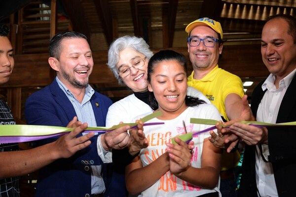 17/09/2018.Hora 10:00 a.m. FABLAB inauguro en Costa rica el priomer laboratorio de fabricación digaital en la comunidad de La carpio en la Uruca . Es el primer laboratorio que fabrican en una comunidad de alto riesgo social y permitira formar jovenes en la fabricacieon y escaneo digital en 3D. En la foto Melba Ordoñez estudiante del proyecto FABLAB CAROS GONZALEZ/GRUP[O NACION.