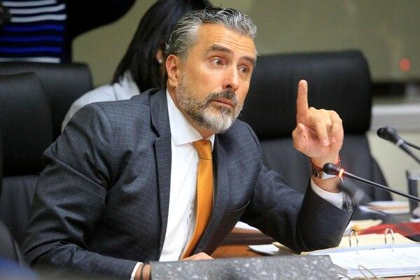 En la pasada legislatura, el libertario Otto Guevara presentó 1.300 mociones de fondo al plan fiscal. Foto: Rafael Pacheco.