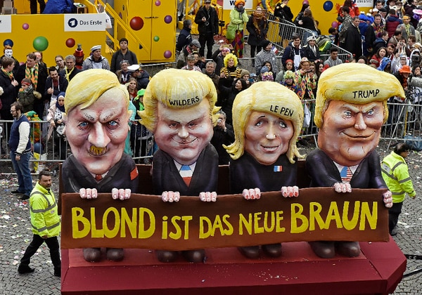 Carrozas en el Carnaval de Düsseldorf, en Alemania, critican el actuar de Donald Trump y otros políticos. / AFP