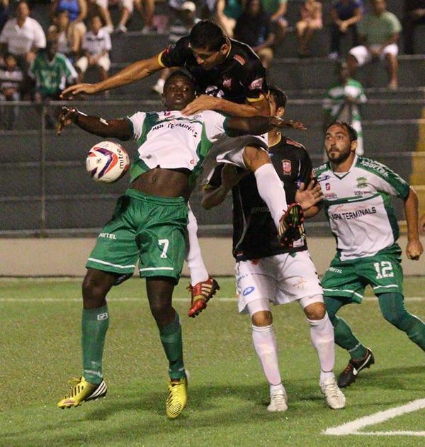 Mayron George (7) aportó dos goles anoche frente a Belén. | CRISTIAN ARAYA