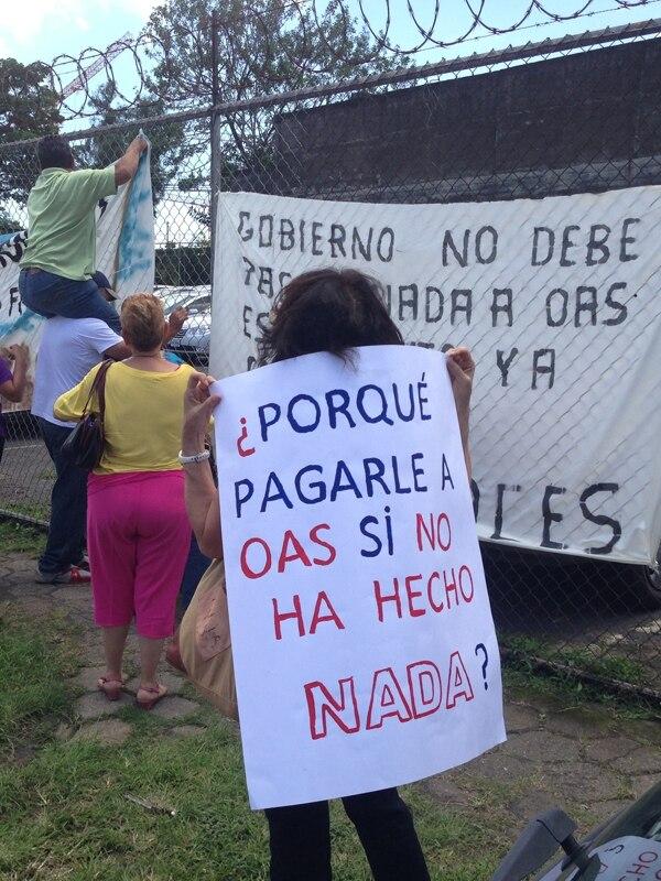 Varios vecinos de San Ramón marcharon, en diciembre anterior, contra el pago que debe hacer el Gobierno a la brasileña OAS. | ARCHIVO.