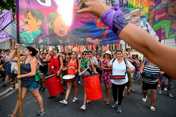 Cientos de mujeres participaron este viernes en una marcha convocada por el movimiento