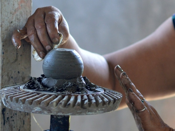 La cerámica chorotega es uno de los legados culturales más antiguos de Costa Rica. Su manufactura comenzó hace 4 000 años, durante el período Orosí, que comprendió del 2000 a.C. al 500 a.C.
