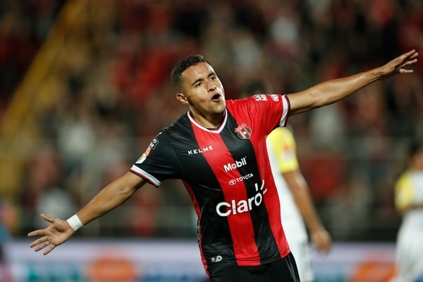 Róger Rojas ha marcado nueve goles con Alajuelense y es sublíder de goleo, con un tanto menos que Jonathan McDonald. Fotografía José Cordero