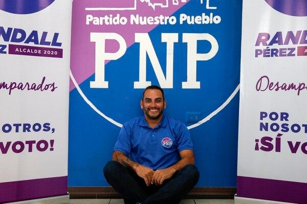 El exjugador de fútbol Alejandro Alpizar es candidato a vicealcalde del Partido Nuestro Pueblo (PNP), de Desamparados. Foto: Mayela López.
