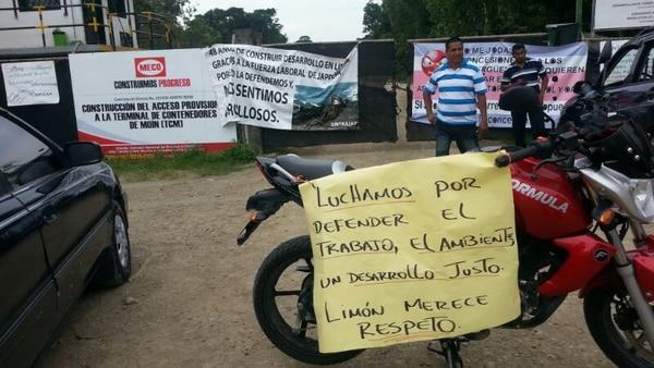 El Sindicato de Trabajadores de Japdeva (Sintrajap) mantiene bloqueada la entrada a la ruta 257 y alegan daños ambientales.