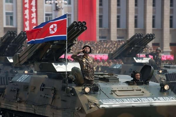 Tanques desfilaron el sábado durante el acto conmemorativo en Pionyang.