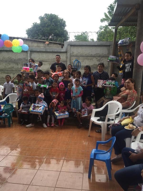 Óscar Duarte desarrolla muchas actividades con niños de Catarina. Fotografía: Cortesía