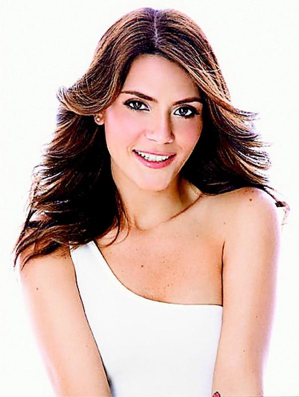 Kany García cambió de estilo y ahora luce una larga cabellera. Ella es conocida por temas como Hoy ya me voy y Feliz. Sony Music para LNRenovada.