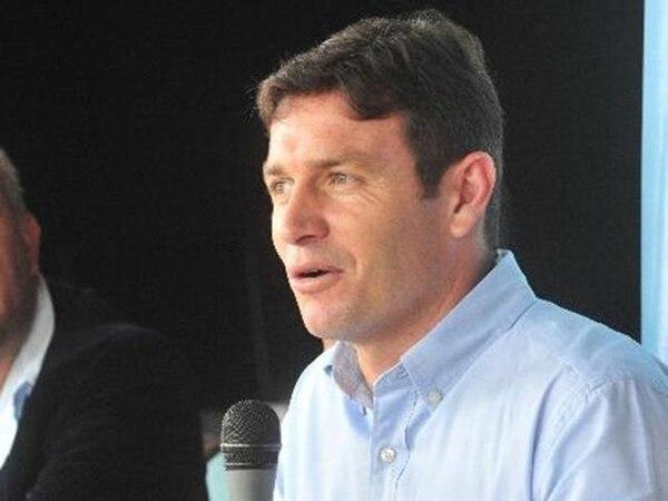 El exjugador Rolando Fonseca asegura que él fue quien facilitó la aeronave a la presidencia de la República   ARCHIVO